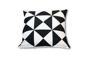 Almohadón 45 x 45 cm Blanco y Negro Triángulo en Tienda Inglesa